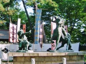 武田信玄と上杉謙信の一騎打ちの銅像